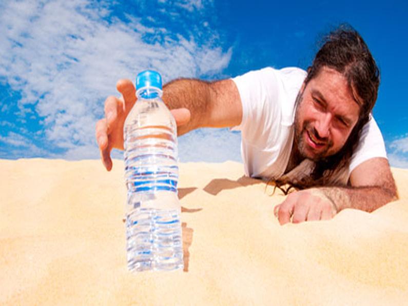 Morrer à sede à beira do rio da Vida